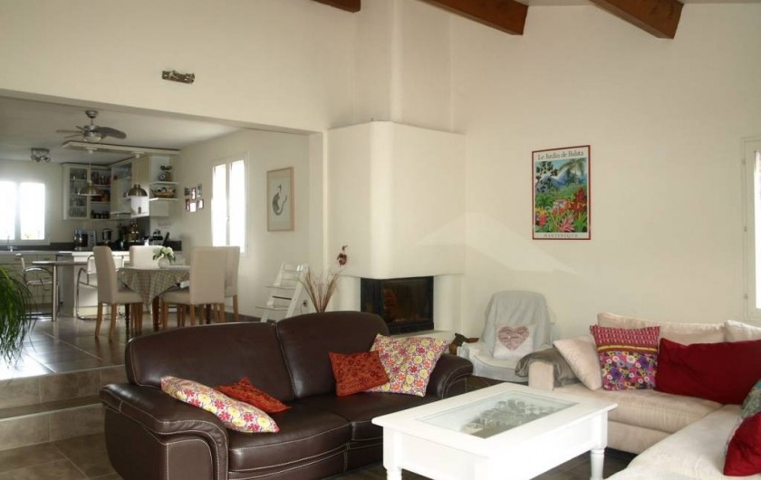 Location de vacances - Villa à Alleins - salon ,tv grand écran ,2 canapés