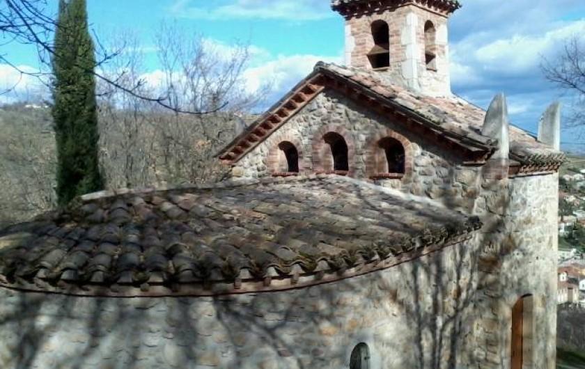 Location de vacances - Chambre d'hôtes à Pélussin - chapelle qui domine Chavanay