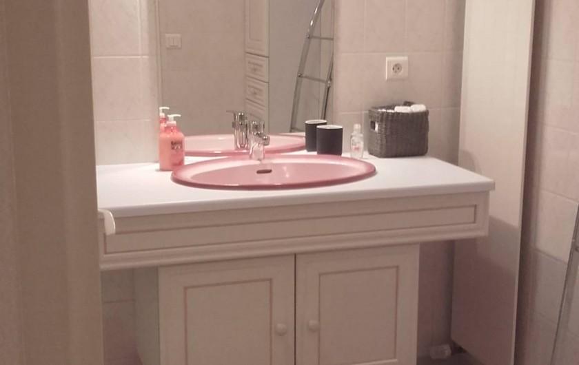 Location de vacances - Appartement à Loisy-sur-Marne - lavabo de la salle de bain