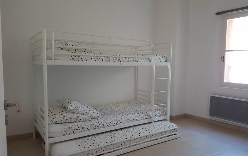 Location de vacances - Mas à Lorgues - Chambre 1 avec lit superposé et lit -tiroir