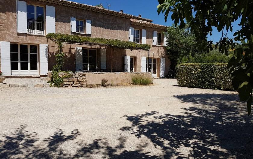 Location de vacances - Mas à Lorgues - Vue façade plein sud bastide