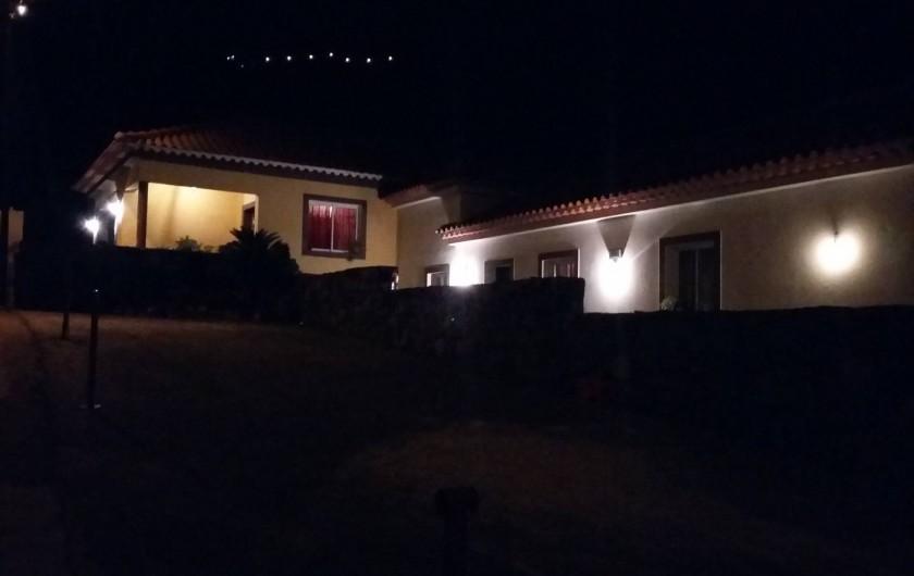 Location de vacances - Villa à Curral Das Freiras - Maison vue de nuit