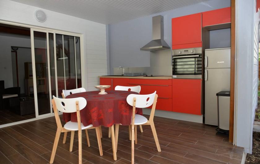 Location de vacances - Appartement à Sainte-Anne - Cuisine veranda cerise