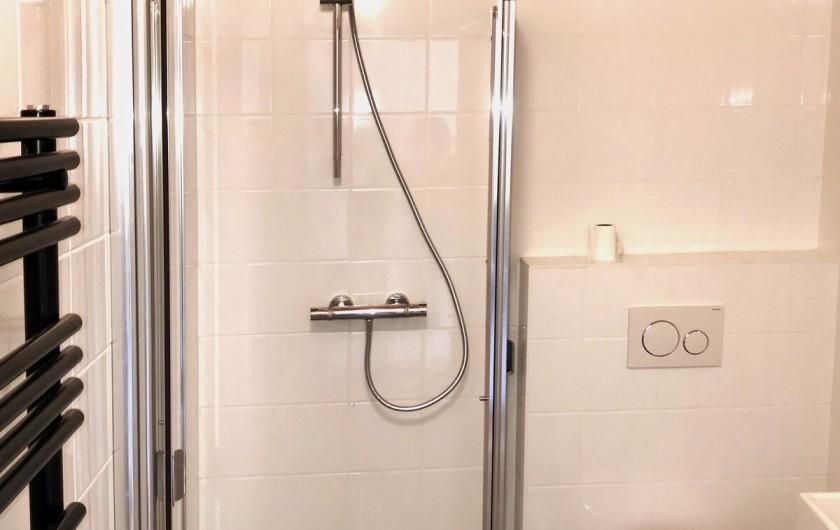 Location de vacances - Chalet à Morillon - salle de douche / WC