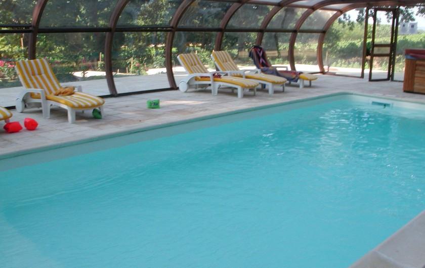 Location de vacances - Appartement à Bollène - piscine couverte , pour baignades à toutes heures et le soir - idéal pour petits