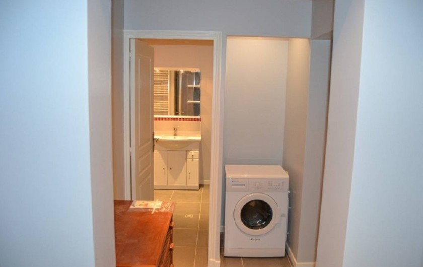 Location de vacances - Appartement à Boulogne-sur-Mer - Laverie  avec : Machine à laver, penderie,table à repasser,fer,desserte etc...
