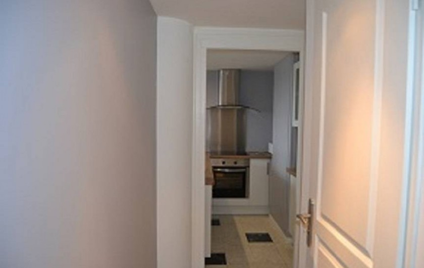 Location de vacances - Appartement à Boulogne-sur-Mer - placard de rangement prés de la cuisine