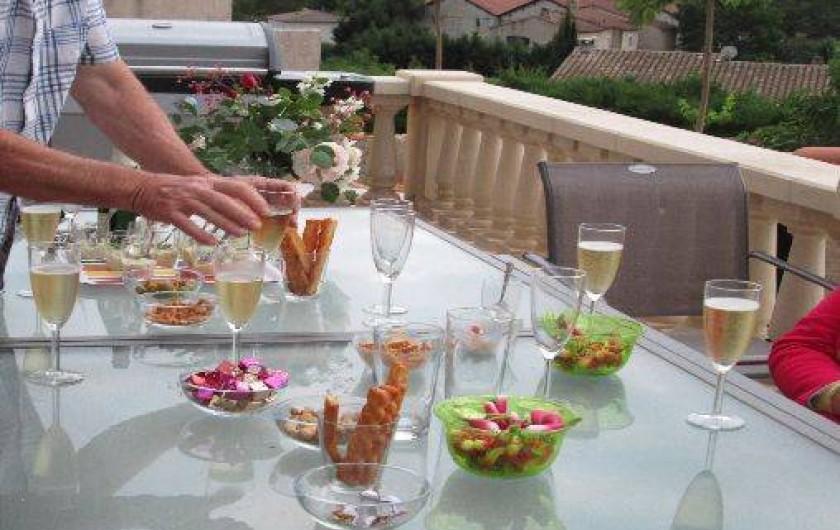 Location de vacances - Maison - Villa à Brue-Auriac - Apéro sur la terrasse
