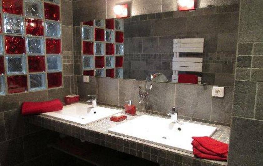 Location de vacances - Maison - Villa à Brue-Auriac - La salle de bains du rez de chaussée