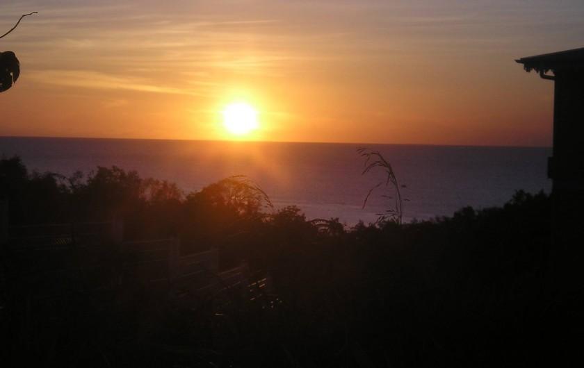 Location de vacances - Appartement à Les Trois-Îlets - Coucher de soleil vu de la terrasse