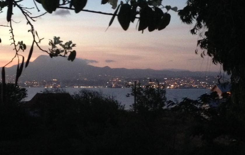 Location de vacances - Appartement à Les Trois-Îlets - Vue de la terrasse - Baie de Fort-De-France/Pitons du Carbet