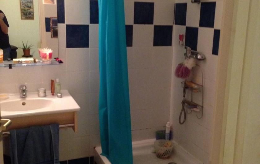 Location de vacances - Appartement à Les Trois-Îlets - Salle de bain + WC