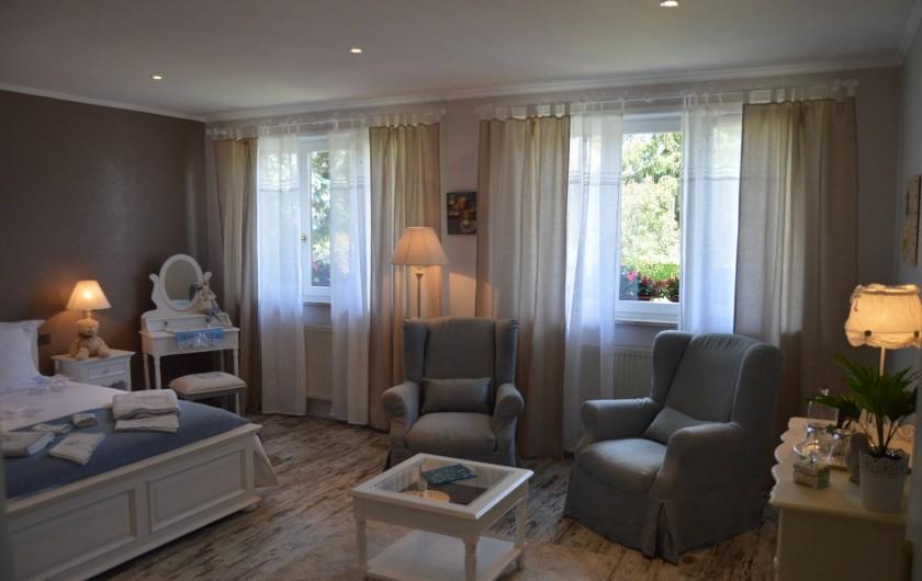 Location de vacances - Chambre d'hôtes à Marlenheim - La grande chambre dans son ensemble
