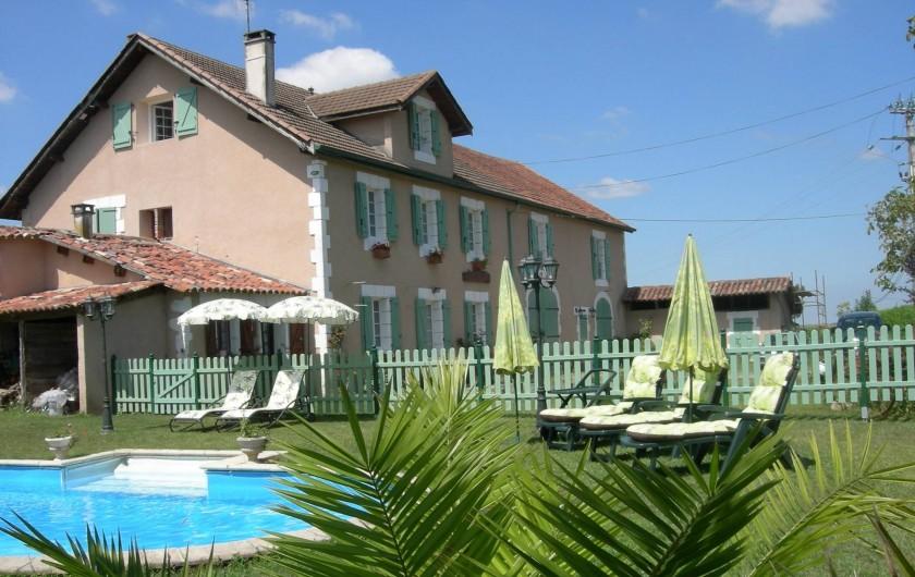 Location de vacances - Chambre d'hôtes à Poudenx - Façade piscine