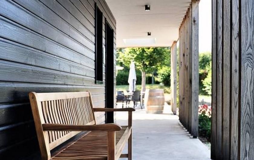 Location de vacances - Insolite à La Châtre - le patio, pour se reposer à l'ombre, en attendant de prendre une douche !