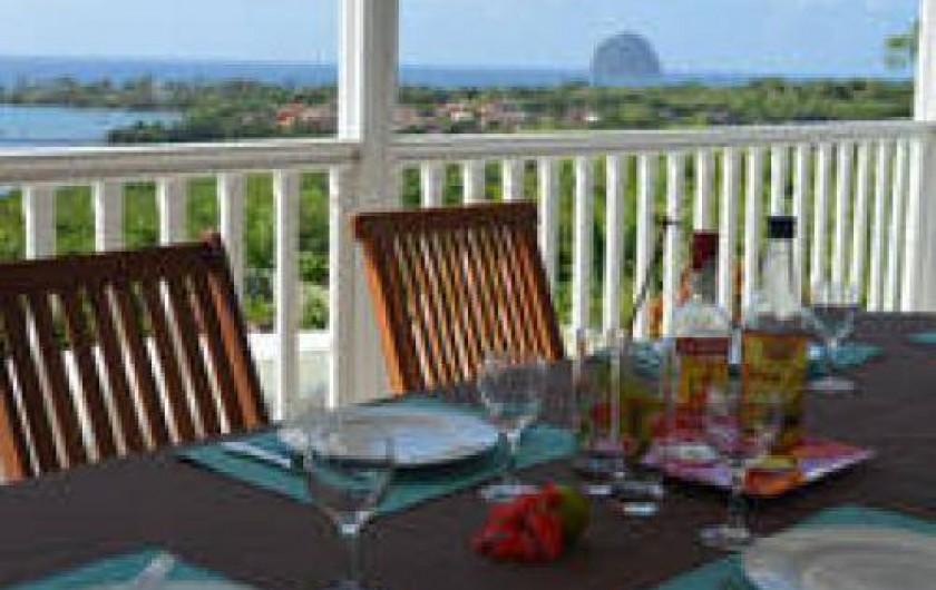 Location de vacances - Villa à Le Diamant - petit déjeuner sur la terrasse