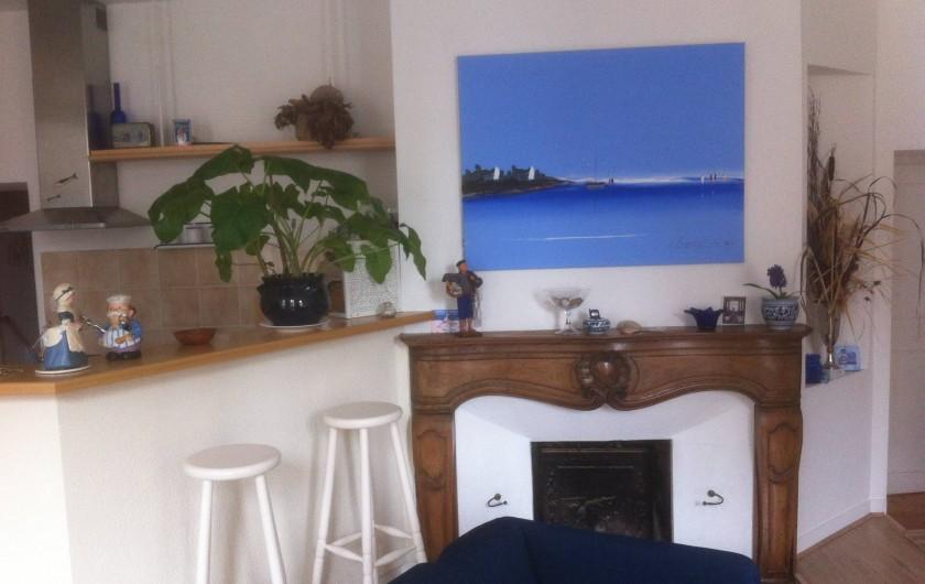 Location de vacances - Appartement à Granville - La Cheminée et coin cuisine vue du Salon