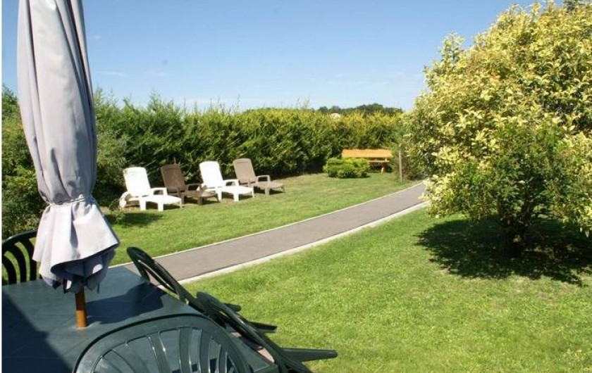 Location de vacances - Gîte à Arces - Jardin et sa terrasse