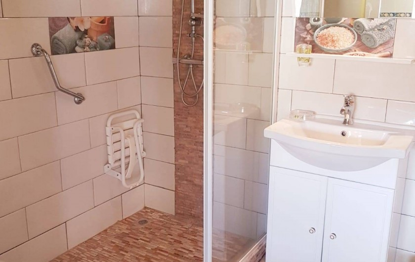Location de vacances - Appartement à Les Trois-Îlets - Salle d'eau aménagée, sécurisée