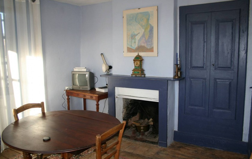 Location de vacances - Gîte à Marvejols - séjour en bleu au premier étage avec wifi