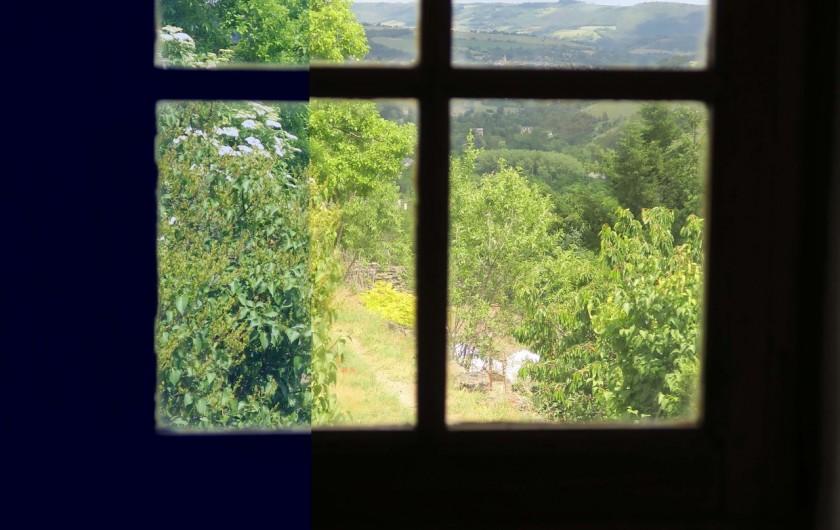"""Location de vacances - Gîte à Marvejols - vue sur Marvejols par une petite fenêtre au nord """"fenestrou"""""""