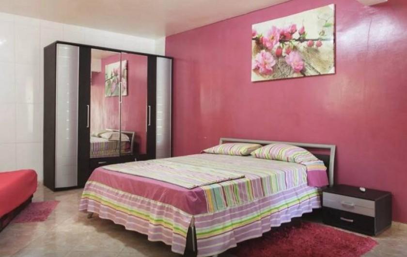 Location de vacances - Bungalow - Mobilhome à Sainte-Anne - Studio Poirier Colibri - Lit queen size + lit 2 places, Tv Lcd, Clim
