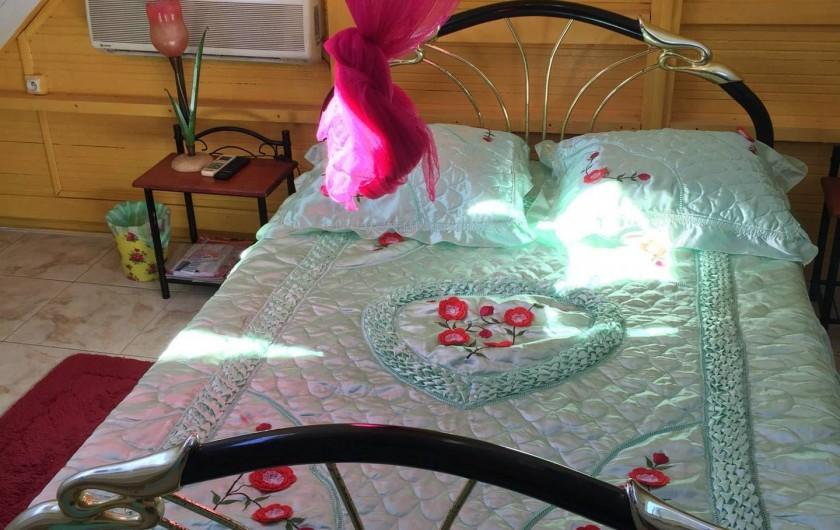 Location de vacances - Bungalow - Mobilhome à Sainte-Anne - Bungalow 2 - Chambre lit double, clim, TV lcd