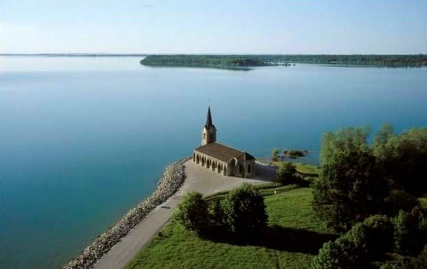 Location de vacances - Villa à Écollemont - Le Lac, son histoire, sa région et son architecture