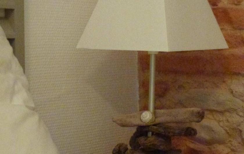 Location de vacances - Villa à La Palme - lampe de chevet en bois flotté