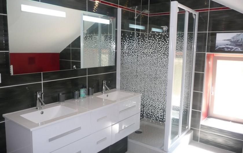 Location de vacances - Villa à Cahors - Salle de bain Possibilité baignoire pour bébé sur simple demande.