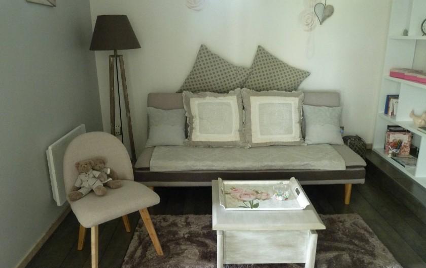 Location de vacances - Chambre d'hôtes à Rouvres-en-Woëvre - Ma  Solantine Petit salon et coin télé...