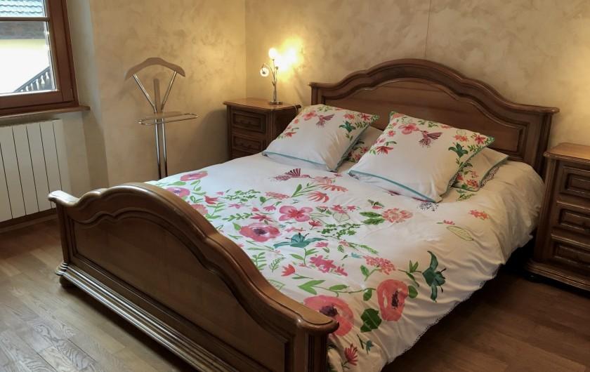 """Location de vacances - Gîte à Orschwiller - """"Charlotte"""" chambre lit de 160 x 200"""