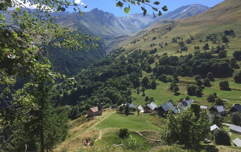 Location de vacances - Appartement à Valloire - Randonnée - vue sur l'un des 17 hameaux de Valloire