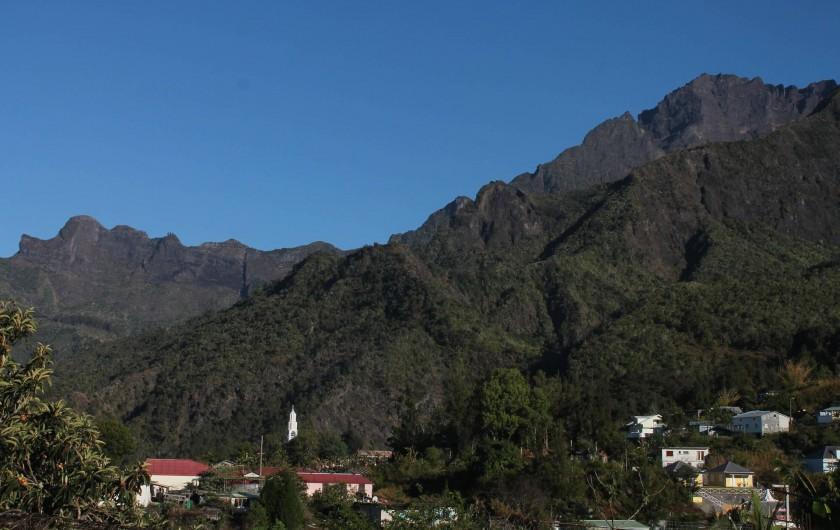 Location de vacances - Chalet à Cilaos - vue sur montagne et rempart