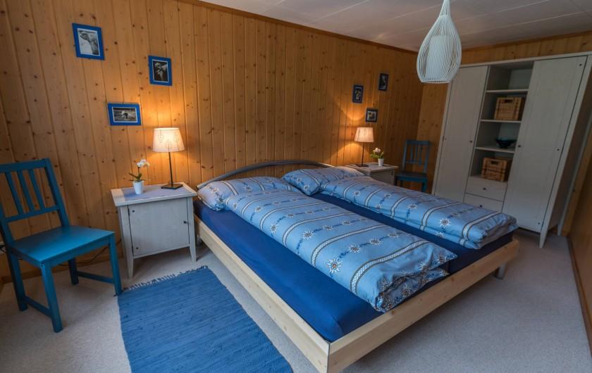 Location de vacances - Appartement à Grindelwald - chambre à coucher bleu
