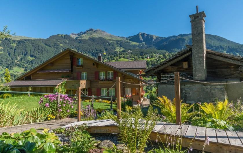 Location de vacances - Appartement à Grindelwald - jardin des pierres avec pont