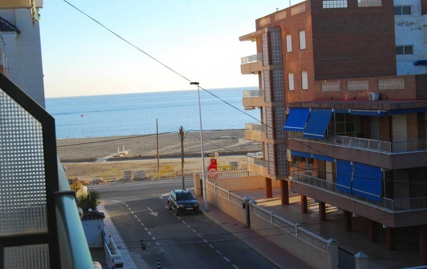 Location de vacances - Appartement à Santa Pola - Vue du balcon sur la mer