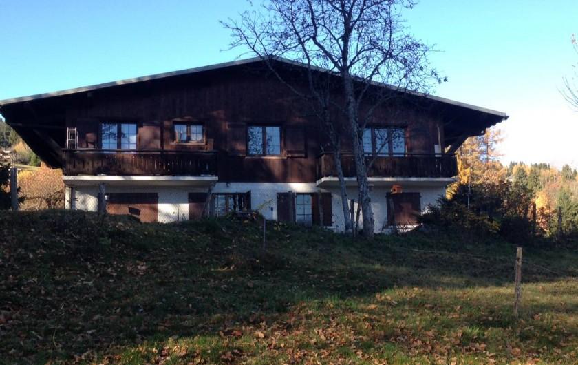 Location de vacances - Appartement à Combloux - Vue du chalet depuis l'arrière