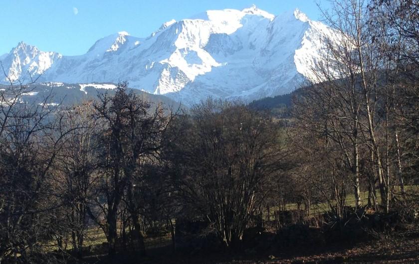 Location de vacances - Appartement à Combloux - Vue sur le Mont-Blanc depuis le salon et la chambre enfants