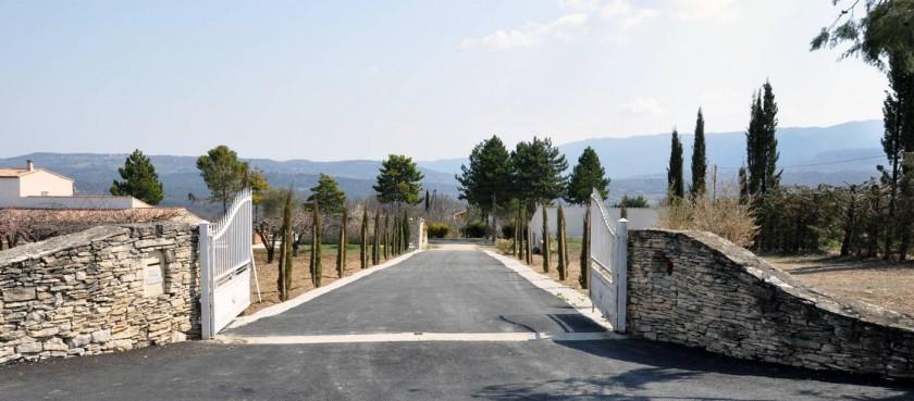 entrée de la propriété a 3km du centre ville d'APT