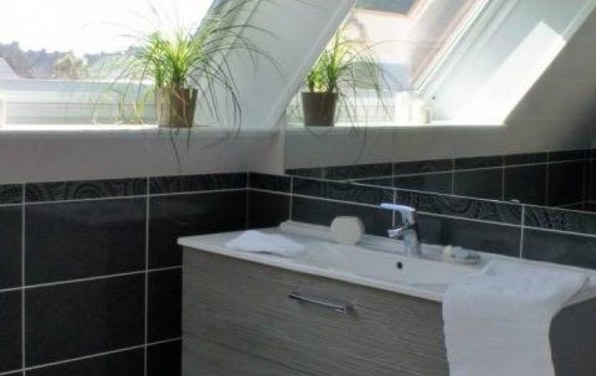 Location de vacances - Maison - Villa à Roscoff - salle de bain étage