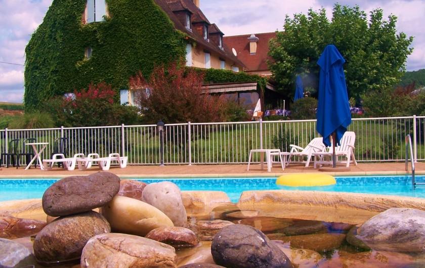 Location de vacances - Hôtel - Auberge à Vezac - HOTEL ET PISCINE