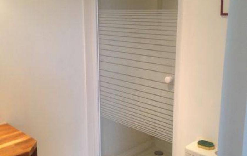 Location de vacances - Chambre d'hôtes à Mérignac - la salle de bain