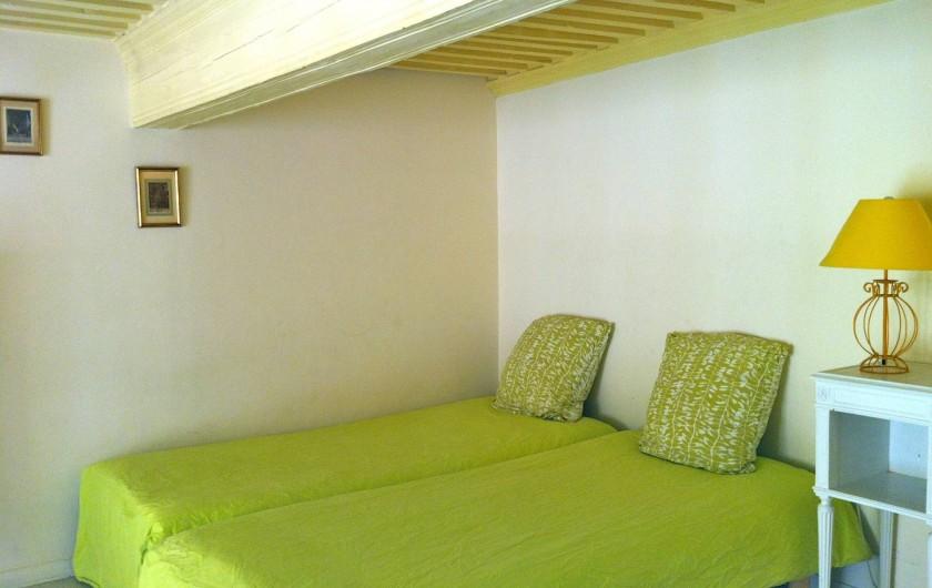 Location de vacances - Studio à Aix-en-Provence - 2 lits simples jumelés (matelas neufs et de qualité).