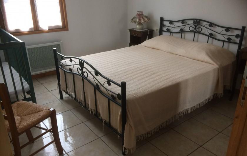 Location de vacances - Gîte à Lue - chambre 1 du grand logement, + lit bébé