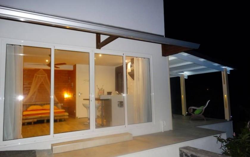 Location de vacances - Studio à Vincendo - De larges baies vitrées