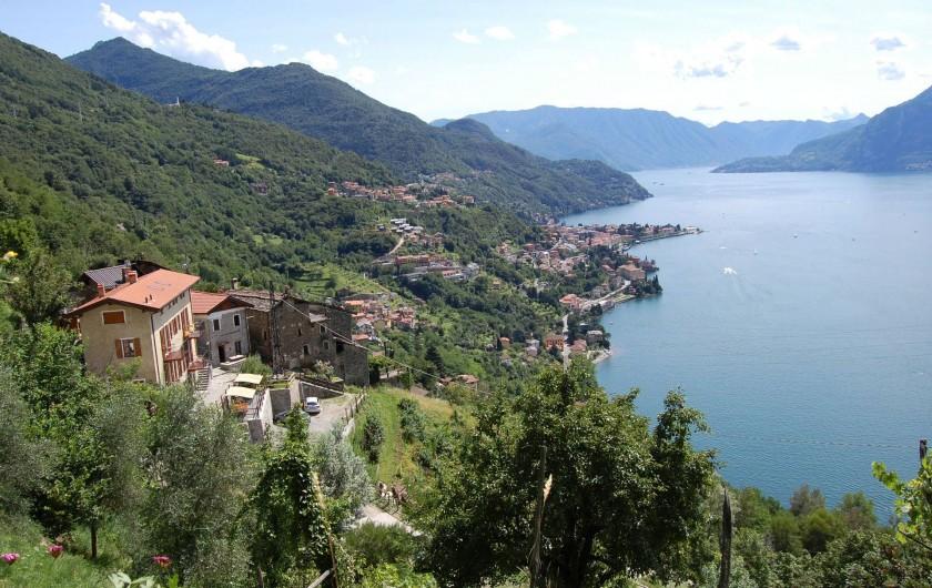 Location de vacances - Appartement à Bellano - localisation - maison jaune a gauche de la photo