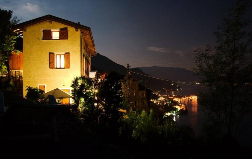 Location de vacances - Appartement à Bellano - la maison et la vue la nuit