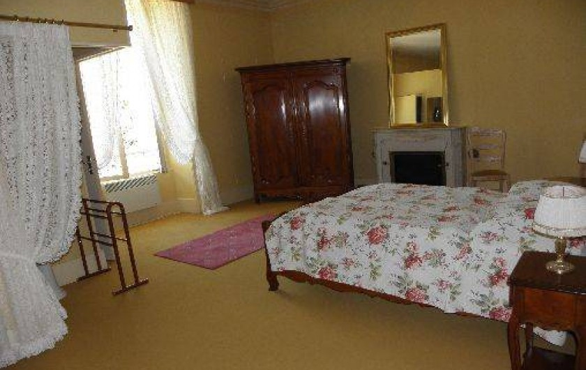 Location de vacances - Château - Manoir à Ourouer-les-Bourdelins - Chambre double avec sdb