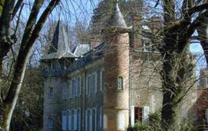 Location de vacances - Château - Manoir à Ourouer-les-Bourdelins - Vue de côté